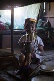 Lång-hals kvinna, Myanmar Arkivfoton