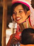 Lång halskvinna i Thailand Arkivbilder