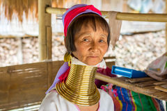 Lång halskvinna i Thailand royaltyfria foton
