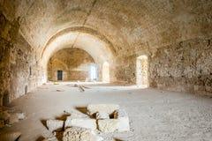 Lång kammare i övergiven gammal fästning Royaltyfria Foton