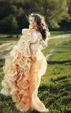 lång klänningflicka royaltyfria foton