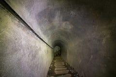 Lång korridor inom bunker arkivfoton