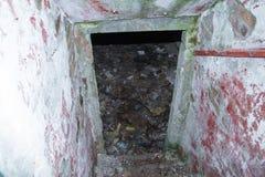 Lång korridor inom bunker fotografering för bildbyråer