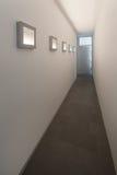 Lång korridor med tända målningar royaltyfria foton