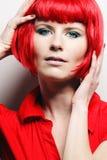 lång kvinna för härligt lockigt europeiskt hår fotografering för bildbyråer