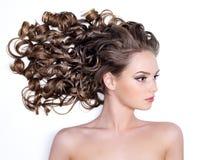 lång kvinna för ursnyggt hår arkivfoton