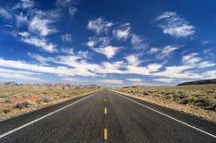 lång nowhereväg till Royaltyfria Foton