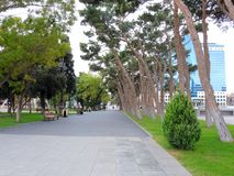 Lång promenad längs Baku Azerbaijan royaltyfri fotografi