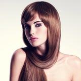 lång sexig kvinna för härligt hår Arkivfoton