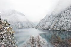 Lång sjö, i Jiuzhaigou fotografering för bildbyråer
