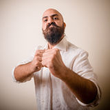 Lång skägg för ilsken kämpe och mustaschman Royaltyfri Fotografi