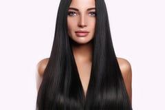 lång sminkkvinna för härligt hår royaltyfri foto
