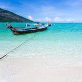 Lång-tailed fartyg på Bundhaya strandKoh LIPE Fotografering för Bildbyråer