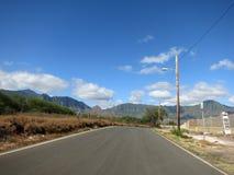 Lång tom väg i den Maili dalen Royaltyfri Bild