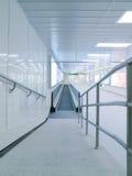 lång travelator för korridor Arkivbild