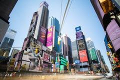 Lång utläggning för Times Square under dagen royaltyfria foton