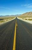 lång väg straight Fotografering för Bildbyråer