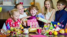 Lång-väntad på födelsedag stock video