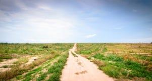 Lång vandringsled till horisonten arkivbild