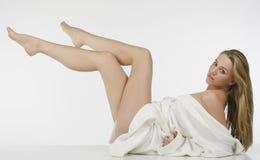 lång whitkvinna för härliga ben Arkivfoto