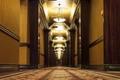 Långa Art Deco Corridor Arkivbild