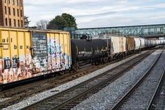 Långa Railcars för mil Arkivbilder
