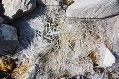 Långa tinhiskristaller som skapar en textur på yttersidan av en mo Royaltyfri Bild