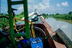 Långdistans- resa med bycicle i Indonesien arkivfoton