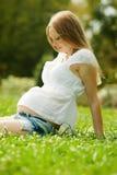 Långhårig gravid kvinna Arkivbild