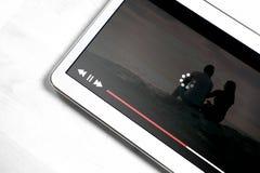 Långsam internetuppkoppling Dålig online-film som strömmar service royaltyfria bilder