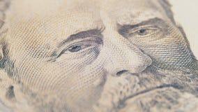 Långsam roterande stående av presidentlånet av femtio dollar räkning i makro stock video