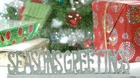 Långsamma hälsningar för fallande säsonger för mo med snö lager videofilmer