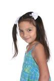 långt barn för brunt gulligt flickahår Arkivfoton