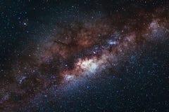 Långt exponeringstillfångatagande av galaxen för mjölkaktig väg för universumutrymme med mor Arkivfoto