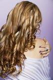 Långt lockigt blont hår Royaltyfri Bild