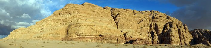 Långt område i Wadi Rum royaltyfria bilder