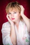 långt posera kvinnabarn för blont hår Royaltyfria Foton