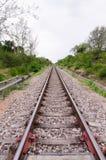 Långt rakt stycke av railtracken Royaltyfri Fotografi