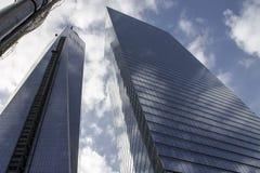 Långt skott av skyskrapabyggnader arkivfoton