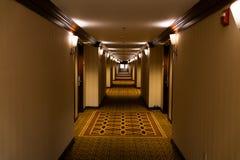 Långt spöklikt hall, perspektiv royaltyfria bilder