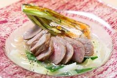 Lår för vårYamagata ko av grillat med grönsaker i restaura Royaltyfria Foton