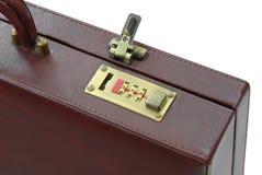 Lås av den bruna resväskan royaltyfri foto