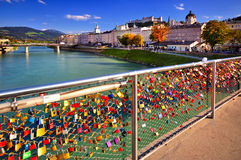 Lås av förälskelse i Salzburg Arkivfoton