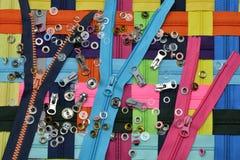 Lås-blixtlås av olika färger kvinnor för textil för lager för insida för industri för klädattrappkvinnlig fotografering för bildbyråer