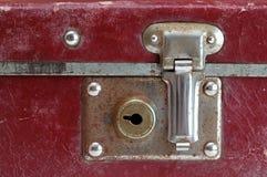 lås den gammala resväskan Royaltyfri Foto