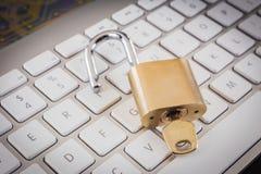 Lås det nyckel- blocket på tangentbordet, affärslösning upp royaltyfri foto