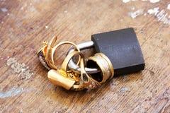 Lås med guld- cirklar Royaltyfria Foton