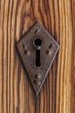 Lås på den gamla kyrkliga dörren Arkivfoto