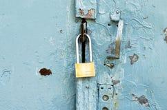 Lås på gammal dörr Royaltyfri Fotografi