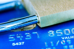 Låsa och kreditkorten Fotografering för Bildbyråer